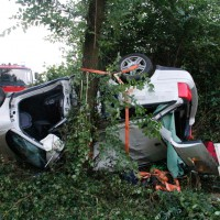 29-05-2014_a7_illertissen_voehringen_rudelsberger-forst_unfall_mutter_kind_feuerwehr_wis_new-facts-eu_0001