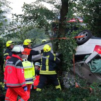 29-05-2014_a7_illertissen_voehringen_rudelsberger-forst_unfall_mutter_kind_feuerwehr_wis_new-facts-eu_0002