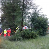 29-05-2014_a7_illertissen_voehringen_rudelsberger-forst_unfall_mutter_kind_feuerwehr_wis_new-facts-eu_0005