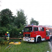 29-05-2014_a7_illertissen_voehringen_rudelsberger-forst_unfall_mutter_kind_feuerwehr_wis_new-facts-eu_0008