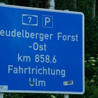 29-05-2014_a7_illertissen_voehringen_rudelsberger-forst_unfall_mutter_kind_feuerwehr_wis_new-facts-eu_0009