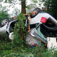 29-05-2014_a7_illertissen_voehringen_rudelsberger-forst_unfall_mutter_kind_feuerwehr_wis_new-facts-eu_0014