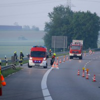 29-05-2014_a7_illertissen_voehringen_rudelsberger-forst_unfall_mutter_kind_feuerwehr_wis_new-facts-eu_0015