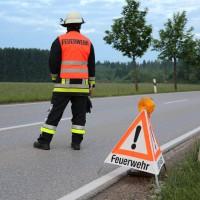 Germaringen - Pkw-Fahrer verliert Kontrolle, rammt einen Baum und überschlägt sich mehrfach