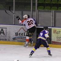 29-11-2013_ecdc-memmingen_eishockey_indians_ehc-waldkraigburg_bel_fuchs_new-facts-eu20131129_0028