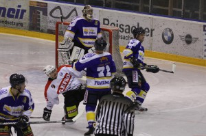 29-11-2013_ecdc-memmingen_eishockey_indians_ehc-waldkraigburg_bel_fuchs_new-facts-eu20131129_0042