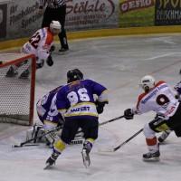 29-11-2013_ecdc-memmingen_eishockey_indians_ehc-waldkraigburg_bel_fuchs_new-facts-eu20131129_0071