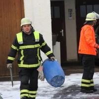 30-11-2013_memmingen_undichter-oltank_olunfall_feuerwehr_poeppel_new-facts-eu20131130_0017