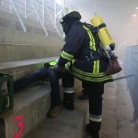 30-11-2013_ostallgau_kaufbeuren_katastrophenschutzteilubung_eisstadion_ammoniak_bringezu_new-facts-eu20131130_0022