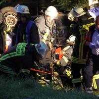 Kirchberg - Golf-Fahrer prallt in Wald und wird schwerstverletzt eingeklemmt