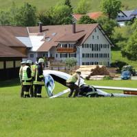 31-05-2014_wiggensbach_wagenbuehl_absturz_segelflugzeug_schwerverletzt_feuerwehr_polizei_poeppel_new-facts-eu_023