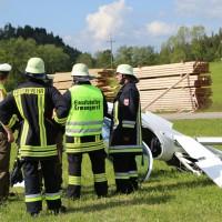 31-05-2014_wiggensbach_wagenbuehl_absturz_segelflugzeug_schwerverletzt_feuerwehr_polizei_poeppel_new-facts-eu_027