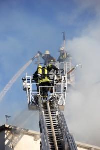 31-12-2013_unterallgau_erkheim_Industriebrand_Schreinerei_silo_feuerwehr_poeppel_new-facts-eu20131231_0068