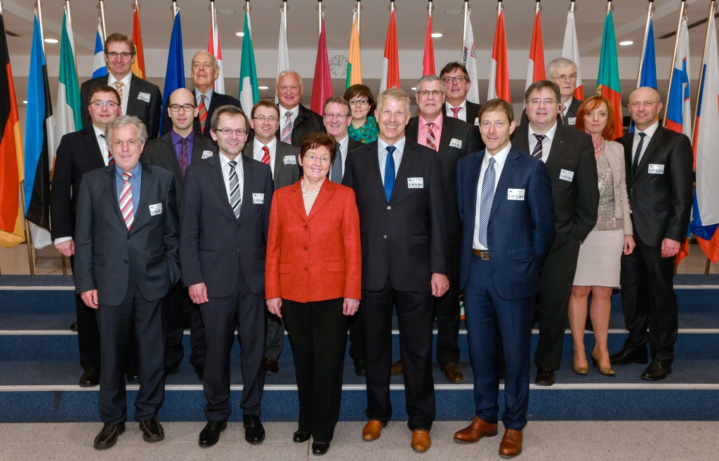 Die Mitglieder des Verwaltungsrates der Kreissparkasse Biberach zusammen mit Elisabeth Jeggle im Europäischen Parlament.