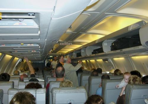 Passagiere in einem Flugzeug, über dts Nachrichtenagentur