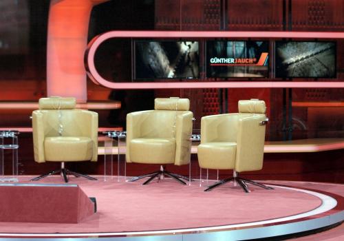 Leer Gästestühle in der Talkshow