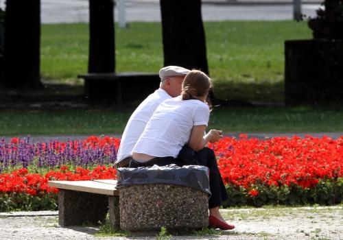 Alter Mann und junge Frau, über dts Nachrichtenagentur