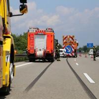 02-06-2014-a7-memmingen-unfall-pkw-sicherungsanhaenger-verletzte-feuerwehr-new-facts-eu_0010