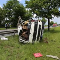 03-06-2014_b12-germaringen-pkw-transporter-unfall-baum-feuerwehr-bringezu_new-facts-eu_004