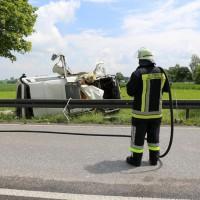 03-06-2014_b12-germaringen-pkw-transporter-unfall-baum-feuerwehr-bringezu_new-facts-eu_009