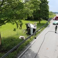 03-06-2014_b12-germaringen-pkw-transporter-unfall-baum-feuerwehr-bringezu_new-facts-eu_010
