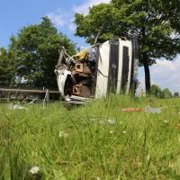 03-06-2014_b12-germaringen-pkw-transporter-unfall-baum-feuerwehr-bringezu_new-facts-eu_017