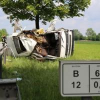 03-06-2014_b12-germaringen-pkw-transporter-unfall-baum-feuerwehr-bringezu_new-facts-eu_024