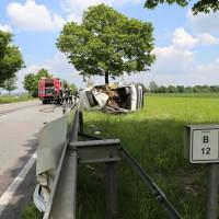 03-06-2014_b12-germaringen-pkw-transporter-unfall-baum-feuerwehr-bringezu_new-facts-eu_026