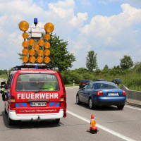 03-06-2014_b12-germaringen-pkw-transporter-unfall-baum-feuerwehr-bringezu_new-facts-eu_029