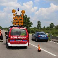 03-06-2014_b12-germaringen-pkw-transporter-unfall-baum-feuerwehr-bringezu_new-facts-eu_030