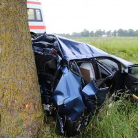 04-06-2014-unterallgaeu-benningen-hawangen-moosbacherkreuzung-unfall-pkw-baum-rettungsdienst-poeppel-new-facts-eu20140604_0004