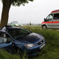 04-06-2014-unterallgaeu-benningen-hawangen-moosbacherkreuzung-unfall-pkw-baum-rettungsdienst-poeppel-new-facts-eu20140604_0007