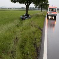 04-06-2014-unterallgaeu-benningen-hawangen-moosbacherkreuzung-unfall-pkw-baum-rettungsdienst-poeppel-new-facts-eu20140604_0011