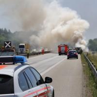 10-06-2014-a7-memmingen-pkw-brand-feuerwehr-polizei-poeppel-new-facts-eu20140610_0001