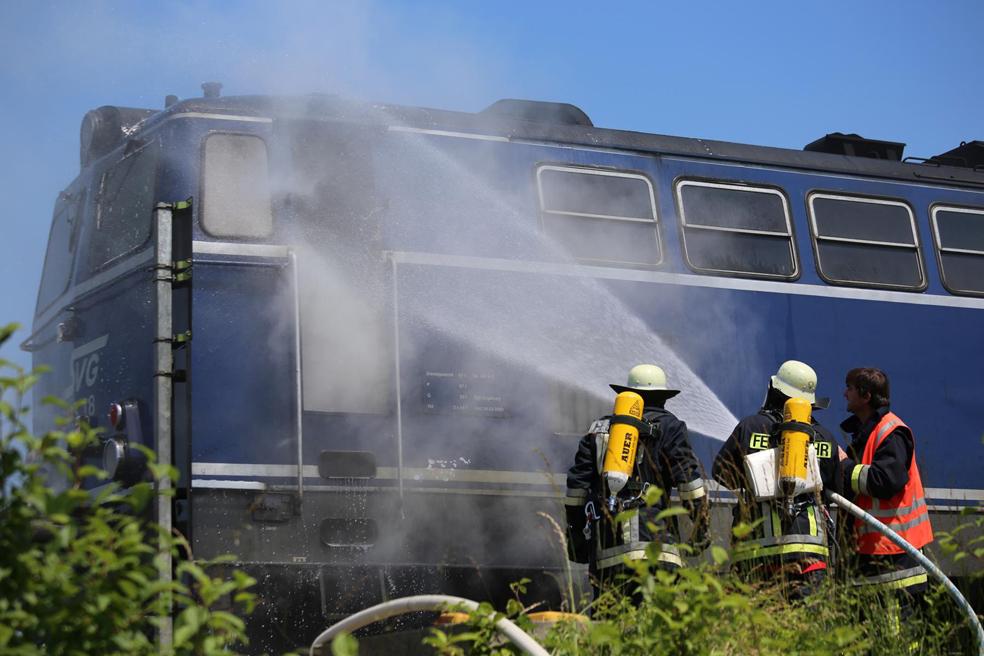 11-06-2014-ostallgaeu-biessenhofen-bahn-lokomotiv-brand-diesellok-feuerwehr-bringezu-new-facts-eu_0013
