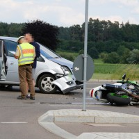15-06-2014-neu-ulm-illertissen-betlinshausen-unfall-motorrad-pkw-wis-new-facts-eu_0006