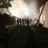 17-06-2014-ostallgaeu-helmishofen_heustock-brand-bauernhof-heuwehr-belueftung-feuerwehr-bringezu-new-facts-eu_0003