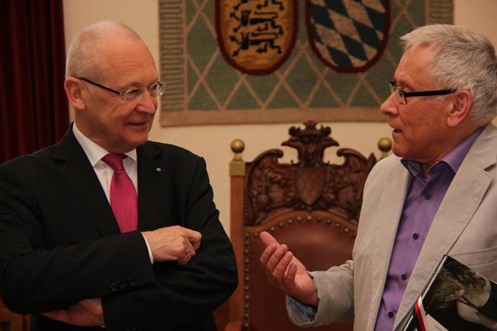 Oberbürgermeister Dr. Ivo Holzinger und der Vorsitzende des Antoniter-Forums, Dieter Sprich, im Gespräch - Foto: Pressestelle Stadt Memmingen