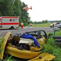 28-06-2014-guenzburg-neuburg-unfall-cabrio-feuerwehr-weiss-new-facts-eu20140628_0001