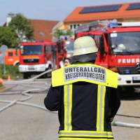 28-06-2014-unterallgaeu-groenenbach-heustock-bauernhof-feuerwehr-poeppel-new-facts-eu20140628_0033