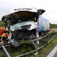 30-06-2014-bab-a96-leutkirch-unfall-lkw-sperrung-feuerwehr-sicherungsanhaenger-groll-new-facts-eu (17)