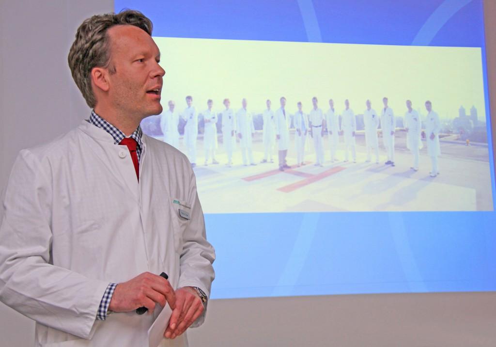Chefarzt Professor Dr. Dr. h.c. Carsten N. Gutt vom Klinikum Memmingen ist wissenschaftlicher Leiter des überregionalen Dreiländerkongresses Euregio in der Memminger Stadthalle. Foto: Häfele/Pressestelle Klinikum Memmingen