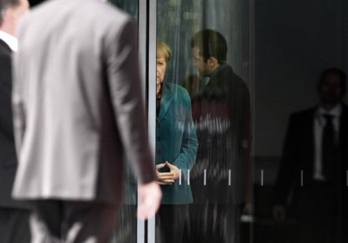 Angela Merkel mit Bodyguards, über dts Nachrichtenagentur