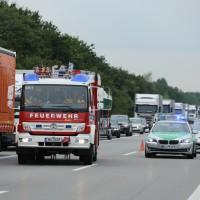 02-07-2014-a7-nersingen-unfall-lkw-verletzte-pkw-feuerwehr-zwiebler-new-facts-eu20000101_0020