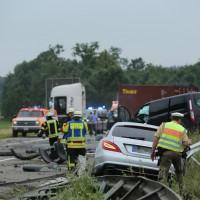 02-07-2014-a7-nersingen-unfall-lkw-verletzte-pkw-feuerwehr-zwiebler-new-facts-eu20000101_0021