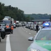 02-07-2014-a7-nersingen-unfall-lkw-verletzte-pkw-feuerwehr-zwiebler-new-facts-eu20000101_0023