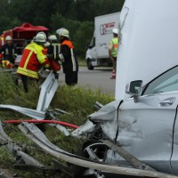 02-07-2014-a7-nersingen-unfall-lkw-verletzte-pkw-feuerwehr-zwiebler-new-facts-eu20000101_0029