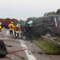 02-07-2014-a7-nersingen-unfall-lkw-verletzte-pkw-feuerwehr-zwiebler-new-facts-eu20140702_0001
