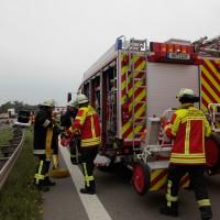 02-07-2014-a7-nersingen-unfall-lkw-verletzte-pkw-feuerwehr-zwiebler-new-facts-eu20140702_0003