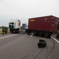 02-07-2014-a7-nersingen-unfall-lkw-verletzte-pkw-feuerwehr-zwiebler-new-facts-eu20140702_0008